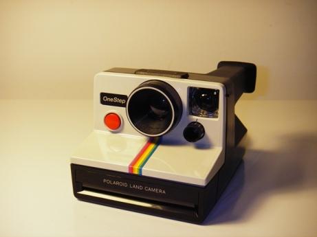 Kamera Polaroid (upload.wikimedia.org)