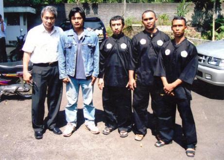 Bersama Pak Ade, Pak Mulyana, kak Sugeng, dan Kak Yayan.