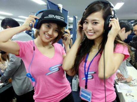 Girls with earphone - pic source: sghifimalldotcom