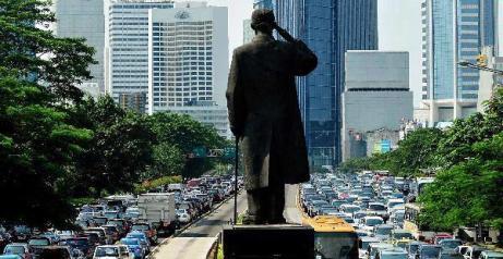 Patung Jenderal Sudirman di sentra bisnis Jakarta - sumber gambar: travelkompascom
