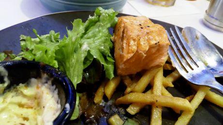 Steak Salmon Diner W Kemang Village. Sori yah, udah kemakan sebagian :D