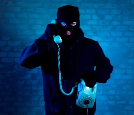 Ilustrasi pelaku penipuan lewat telepon - sumber bbb.org