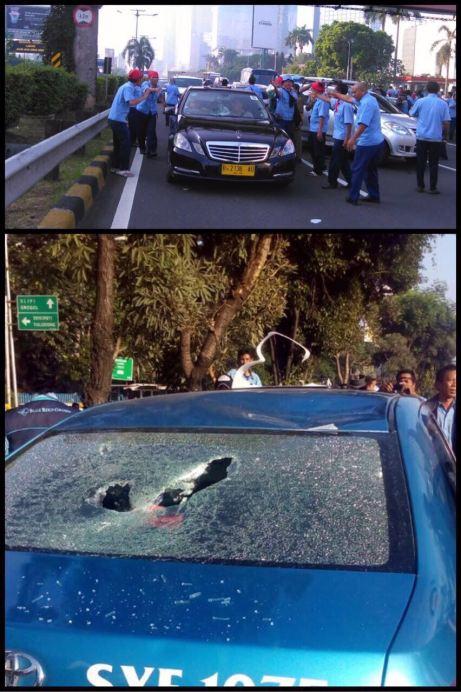Blog Andika Priyandana - Penghentian dan perusakan taksi yang sedang beroperasi saat demonstrasi sopir taksi dan angkutan umum