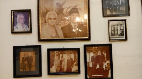 Sebagian koleksi foto di rumah (alm) Mohamad Roem